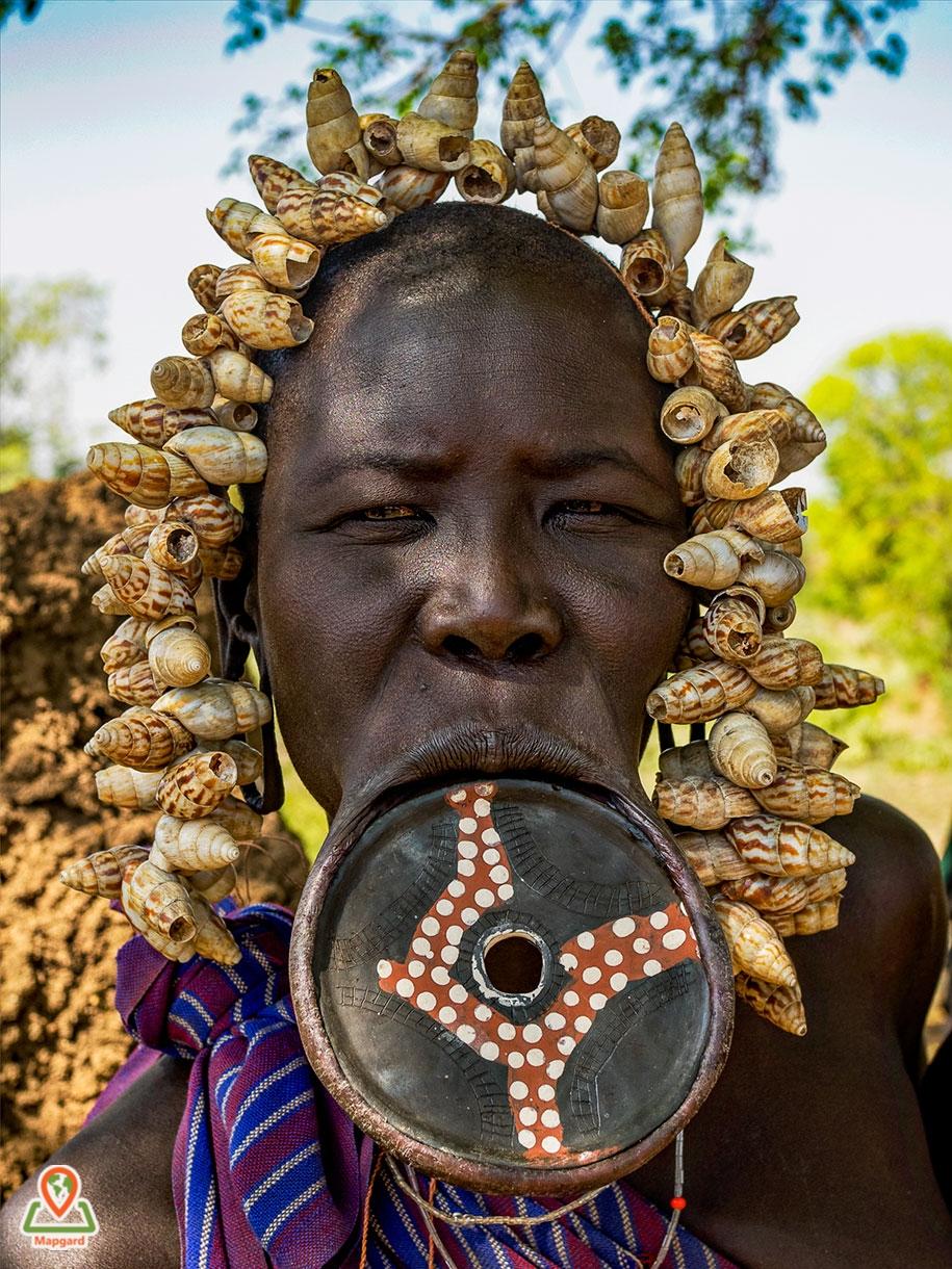 زنی از قبیله مورسی (Mursi Tribe)5