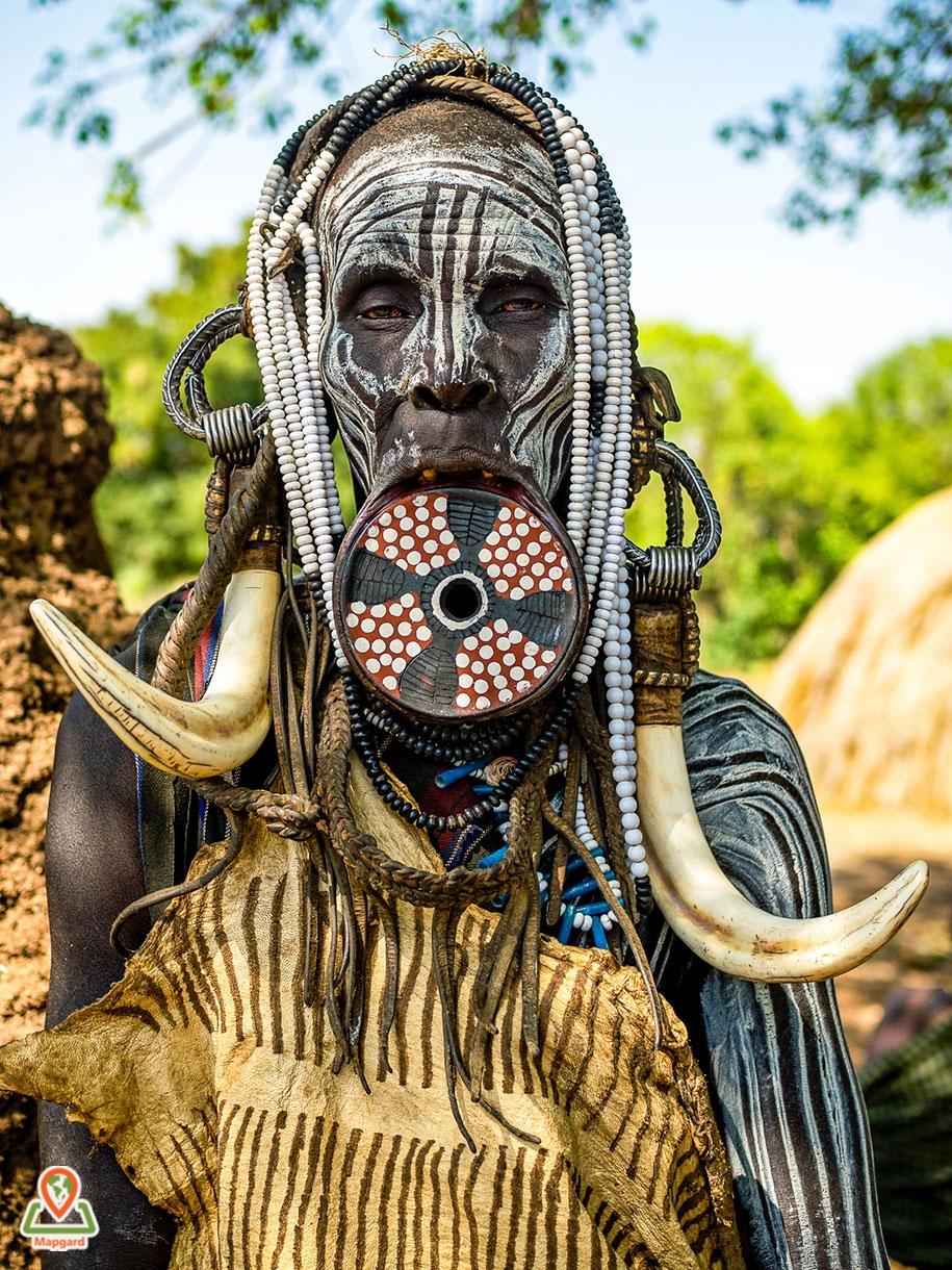 زنی از قبیله مورسی (Mursi Tribe)