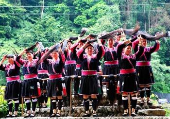 روستایی که زنان آن بلندترین موها را دارند | چین