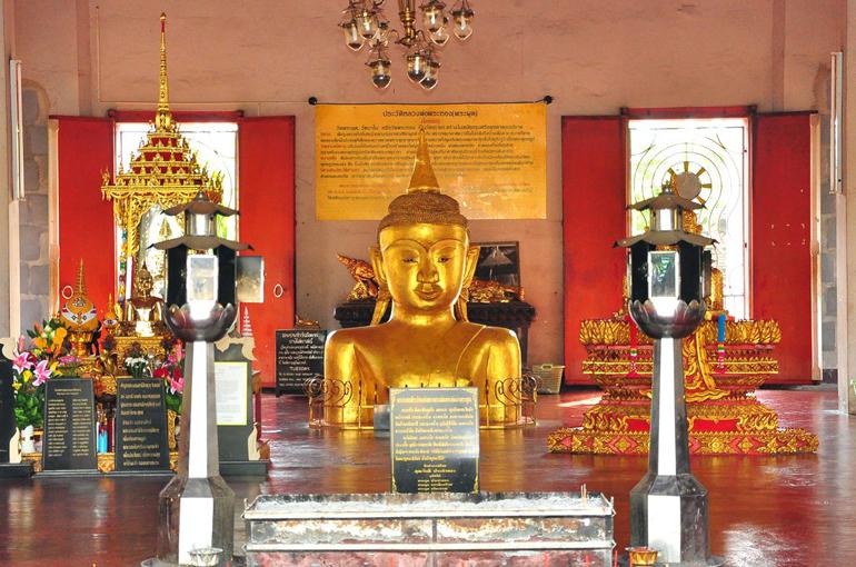 معبد پرا (Phra) واقع در تالنگ (Thalang)