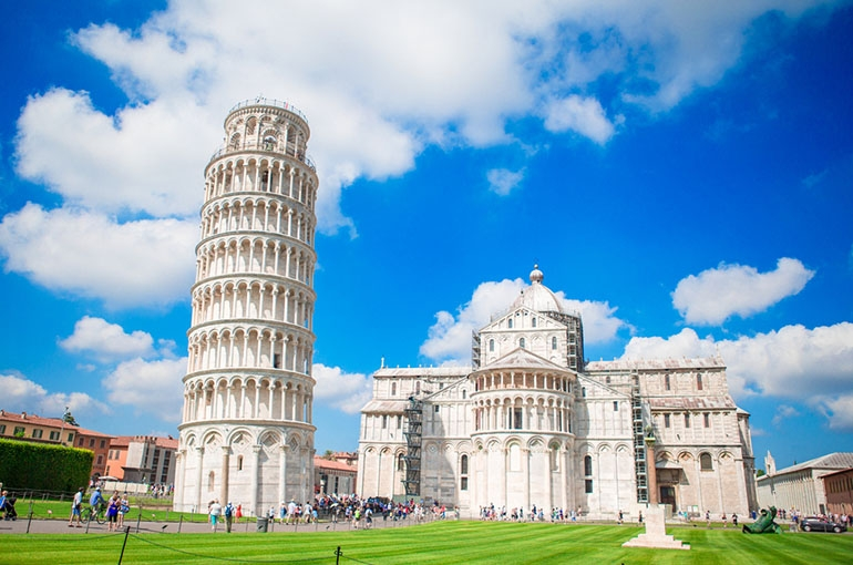 برج کج پیزا (Leaning Tower of Pisa)